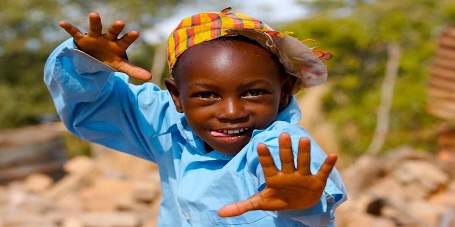 Enfant attachant du Kenya